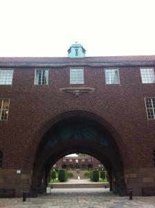 会場となった大学の正面